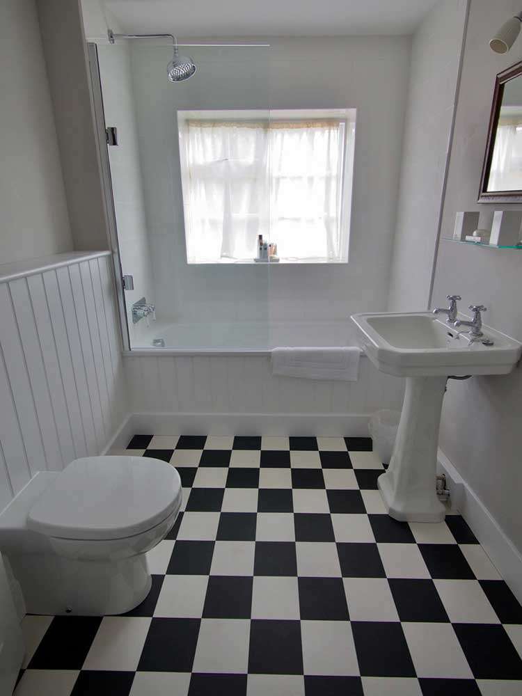 The Garden Cottage bathroom